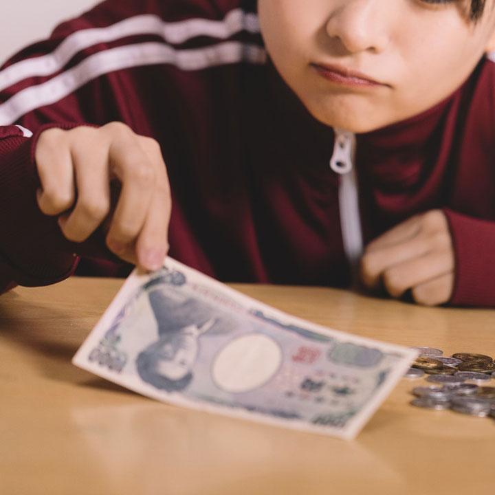賃金の低さから敬遠される介護業界